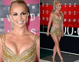 Bất ngờ khi thấy Britney khoe vòng một trên thảm đỏ