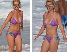 Britney Spears bốc lửa với áo tắm hai mảnh