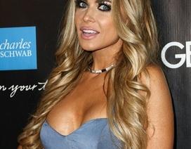 Người mẫu Playboy mặc hớ hênh dự tiệc từ thiện