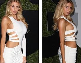 Người đẹp Mỹ khoe hết đường cong với váy cắt xẻ táo bạo