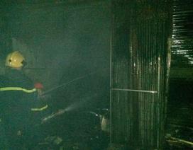 Hà Nội: Cháy chợ lúc nửa đêm, nhiều gian hàng bị thiêu rụi