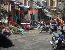"""Vấn nạn chợ tạm, chợ cóc """"lấn át"""" chợ truyền thống ở Hà Nội"""