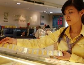 Có tiền mua vàng hay nhờ ngân hàng giữ hộ?
