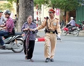 Khi nào sĩ quan công an được kéo dài tuổi phục vụ từ 5-10 năm?