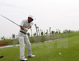 Đi chơi golf trong giờ làm việc, một Phó Thị trưởng bị mất chức