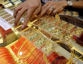 Ném tiền vào vàng: Mọi hướng nhìn đều thấy rủi ro