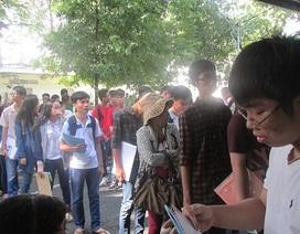 Đông nghịt thí sinh đến đăng ký xét tuyển đại học