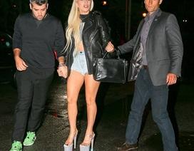 Lady Gaga lênh khênh trên phố với giày cao 20 cm