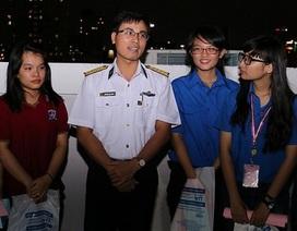 Sinh viên TPHCM giao lưu với cán bộ, chiến sĩ bảo vệ biển đảo
