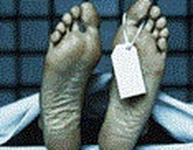 Người giúp việc chết bất thường trong phòng khách