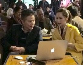 """GS Ngô Bảo Châu và Hoa hậu Thu Thảo đấu giá sách """"độc"""" vì trẻ em vùng cao"""
