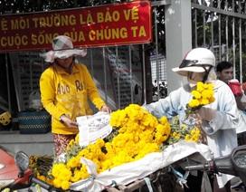 Rằm tháng 7: Hàng chay đắt khách, hàng hoa lãi nửa triệu/ngày