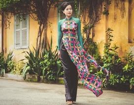 Hồng Ánh đẹp kiêu kỳ với áo dài