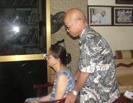 Hán Văn Tình tự chế 'xe lăn' cho vợ ngồi sau tai nạn