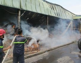 Cháy lớn tại kho nguyên liệu công ty thuốc lá rộng 8.000m2