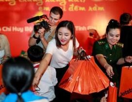 Văn Mai Hương đón Trung Thu phố núi với hàng ngàn em nhỏ