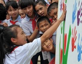 Sơn mới trường học nghèo tại Quảng Bình