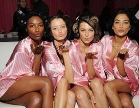 Hé lộ ảnh hậu trường đẹp mê mẩn của dàn thiên thần Victoria's Secret