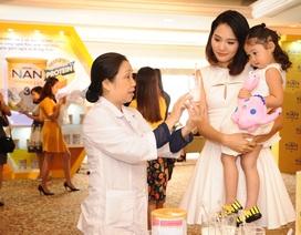 """100 mẹ cùng khám phá """"sức mạnh vàng của đạm"""" với HH Hương Giang"""