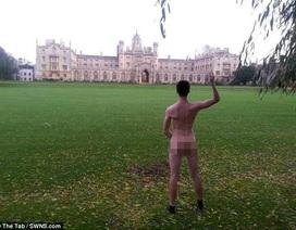 """Cuộc thi """"mông đẹp"""" tại trường Đại học Cambridge"""