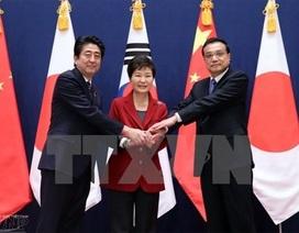Đông Bắc Á - Tay bắt chặt mà mặt chưa mừng