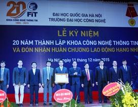 Khoa CNTT đầu tiên của cả nước đón nhận Huân chương Lao động hạng Nhì