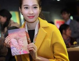 Hoa hậu Thu Thảo khóc khi đọc sách do GS Ngô Bảo Châu dịch