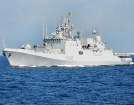 Tàu chiến đa năng mới nhất Ấn Độ INS Trikand cập cảng Israel
