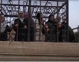 Lực lượng nổi dậy Syria dùng người dân làm bia đỡ đạn