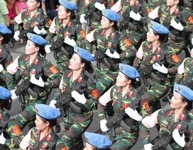 Các lực lượng diễu binh trên phố mừng Quốc khánh