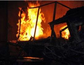 Tưới xăng đốt lò bánh mì, 4 người bỏng nặng