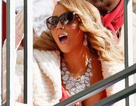 Mariah Carey đeo nữ trang triệu đô hát trên phố