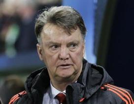 MU bị loại ở Champions League: Khi cả thế giới quay mặt với Van Gaal