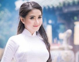 Nữ sinh Kinh tế đẹp tinh khôi trong tà áo dài trắng