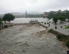 Thủ tướng chỉ đạo khẩn ứng cứu người dân vùng mưa lũ