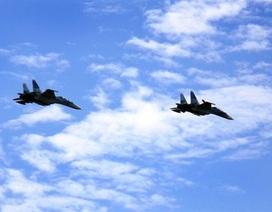 Cặp Su-30 bổ nhào tiêu diệt sở chỉ huy địch
