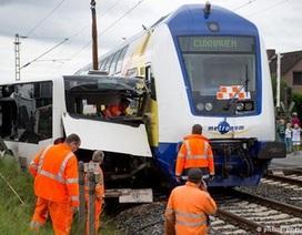 Tàu hỏa đâm xe buýt, 60 học sinh suýt mất mạng