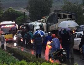 Hai xe tải đấu đầu, 4 người thương vong