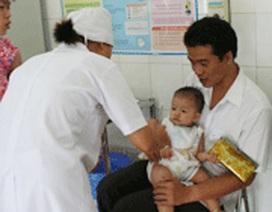Nên giám sát trẻ sơ sinh sau tiêm vaccine Quinvaxem trong 24 giờ đầu
