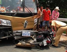 Xe khách tông xe máy, thai phụ 7 tháng tử vong