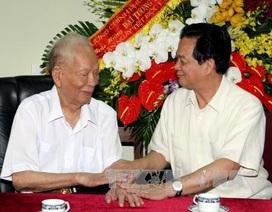 Thủ tướng Nguyễn Tấn Dũng thăm Nguyên Chủ tịch nước, Đại tướng Lê Đức Anh nhân dịp Tết độc lập