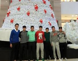 Được xả trại, cầu thủ U23 Việt Nam tranh thủ đi chơi Noel