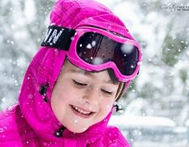 Bé gái Úc nghịch tuyết cực đáng yêu qua góc máy nữ DHS Việt