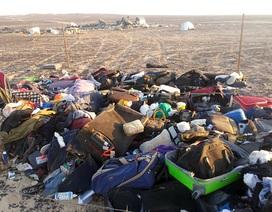 Đồ đạc của hành khách chất đống tại hiện trường tai nạn máy bay Nga