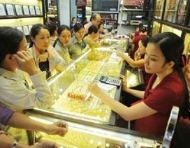 """Giá vàng """"tăng vọt"""", USD sụt giảm"""