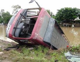 Xe Khách lao xuống sông, 23 người may mắn thoát chết
