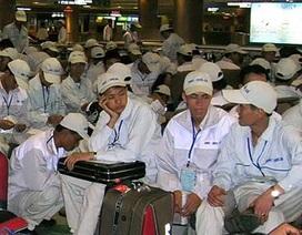 """Long đong phận người lao động """"chui"""" qua biên giới"""