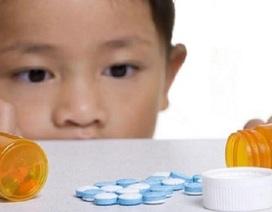 Xử lý thế nào khi cho trẻ uống nhầm thuốc tây?