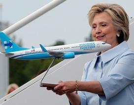 """Bà Hillary Clinton """"trình làng"""" chuyên cơ riêng phục vụ tranh cử"""