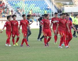 Đánh bại Malaysia, tuyển thủ Việt Nam tri ân cổ động viên